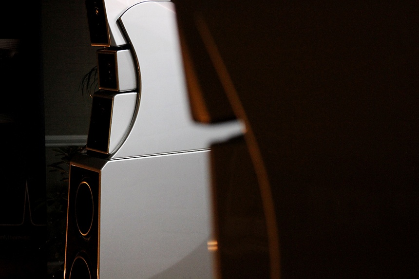 AXPONA 2016: Doshi Audio easily lifts the 450 lbs Wilson Alexx