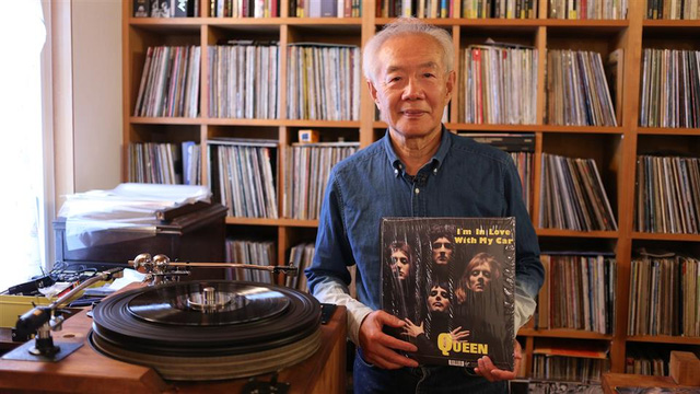 Japanese audiophile, and Queen lover installs his own concrete power pole for musical clarity