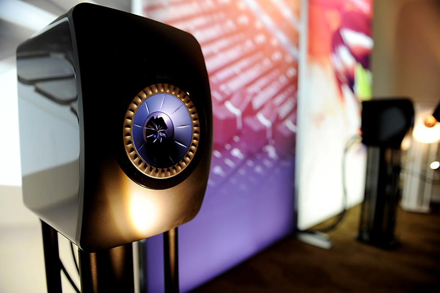 CES 2017: KEF LS50 Wireless speakers with new dedicated stands now available