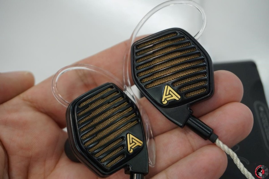 High End 2017: Audeze introduces the fab LCDi4 in ear headphones